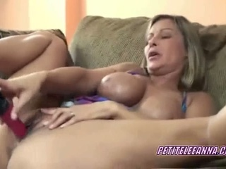 Busty milf leeanna fucking her slit with a toy