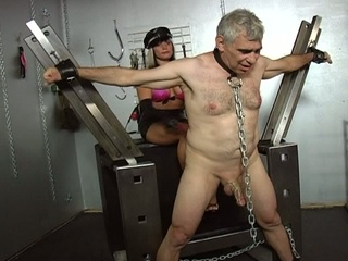 2 slutty slut tortured a old man !