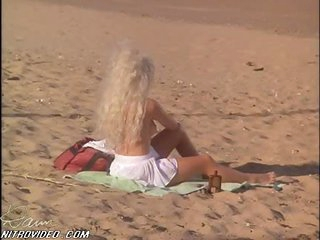 Hawt Karen Miers Sunbathing at the Beach