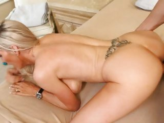 Kinky whore Emma Starr gets rutted up her flange flaps