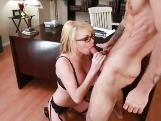 Tantalizing Taylor Wane receives a throat full off cock