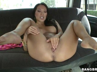 Sexy Asa Akira finger fucks her throbbing clitoris slit