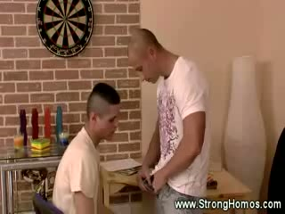 Twink acquires mouth full of thick muscle dick