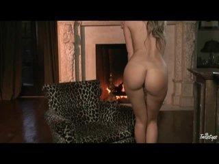 Sexy pornstar Prinzzess masturbates in pink panties