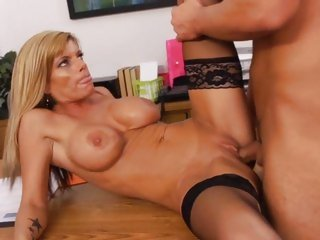 Kristal Summers gets her moist snatch stuffed with cock