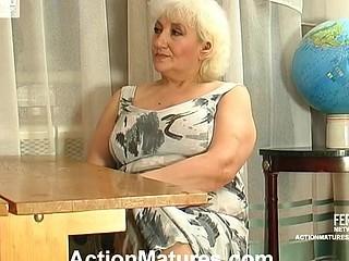 Louisa&Monty red hawt older action
