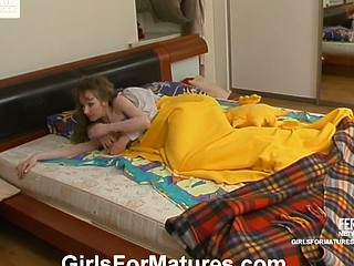 Leila&Jennifer pussyloving aged on clip