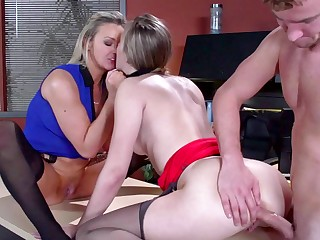 Dirty office girls and the big dick guy fucking in a threesome