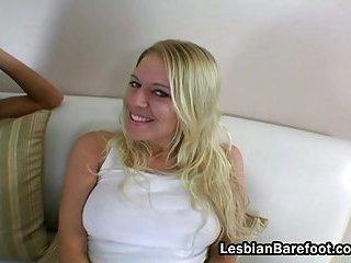 Golden-haired lesbian bitch licks brunette hair gal snatch