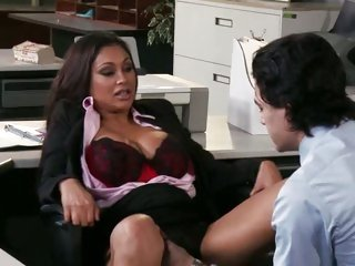 Office babe Priya Rai gets licked out on the desk