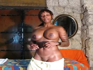 Fit black girl positions solo and talks to u