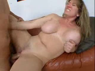 Curvy girl looks so hot taking anal sex